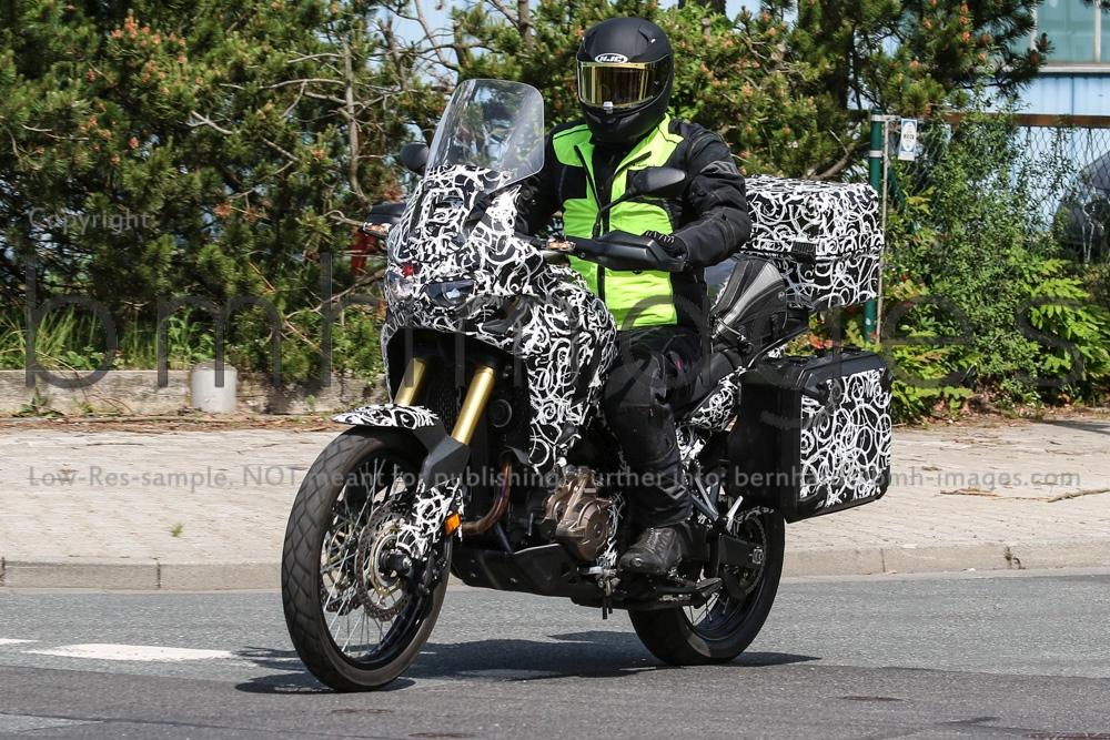 Motorok-Honda-Africa-Twin-Bernhard-M-Hohne_motorrevu.jpg