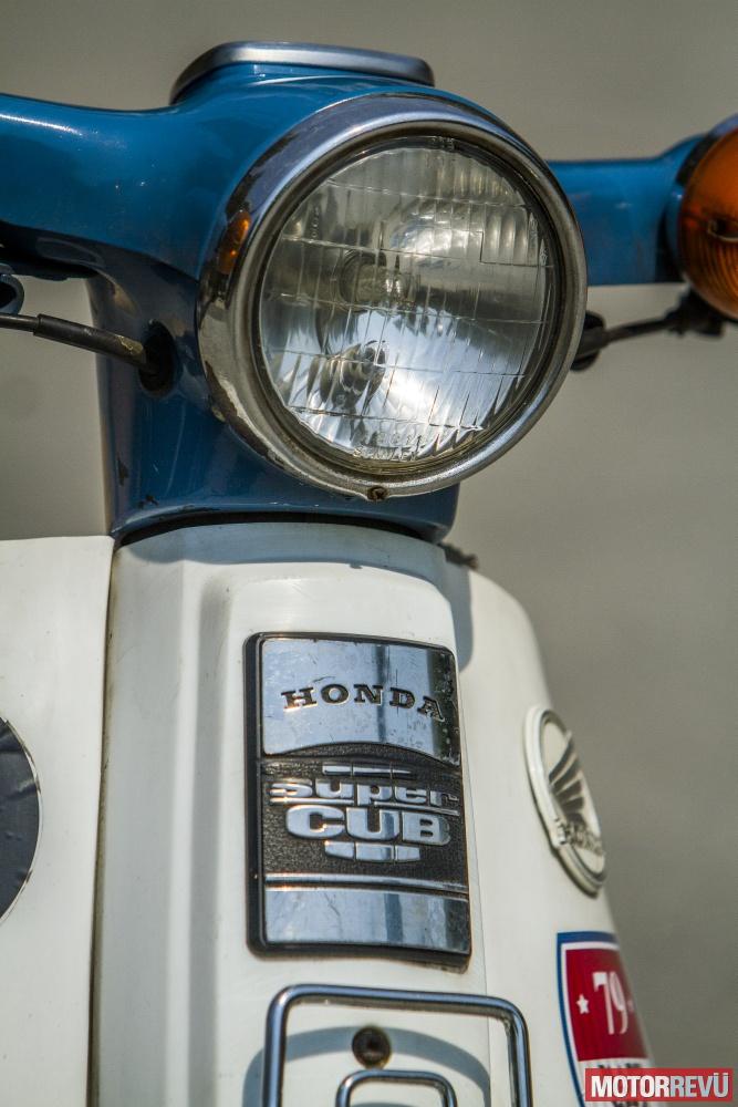 Motorok Olvasóink motorjai: Zsófi Honda Super Cubja