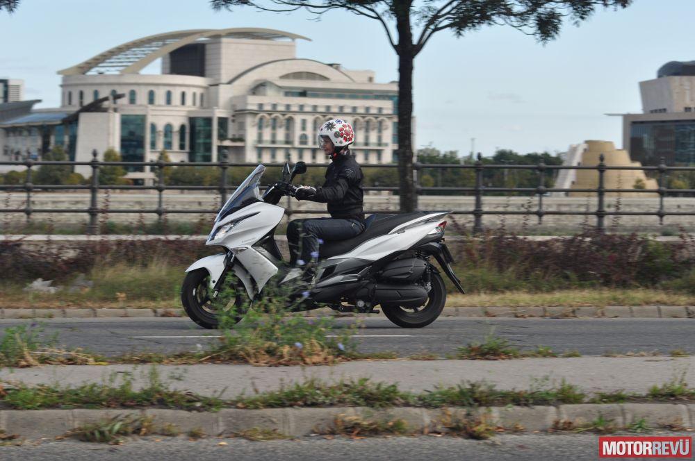 Motorok Tesztek galériája Kawasaki J125