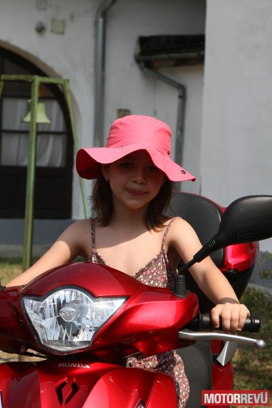 Motorrevü rendezvények Pilisi gyermekmotoroztatás