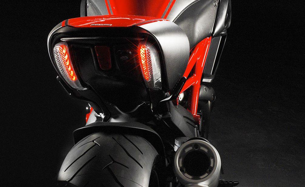 Ducati Diavel h�ts� l�mp�k