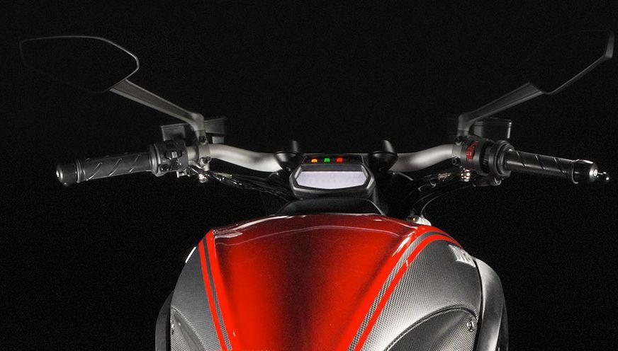 Ducati Diavel m�szerfal