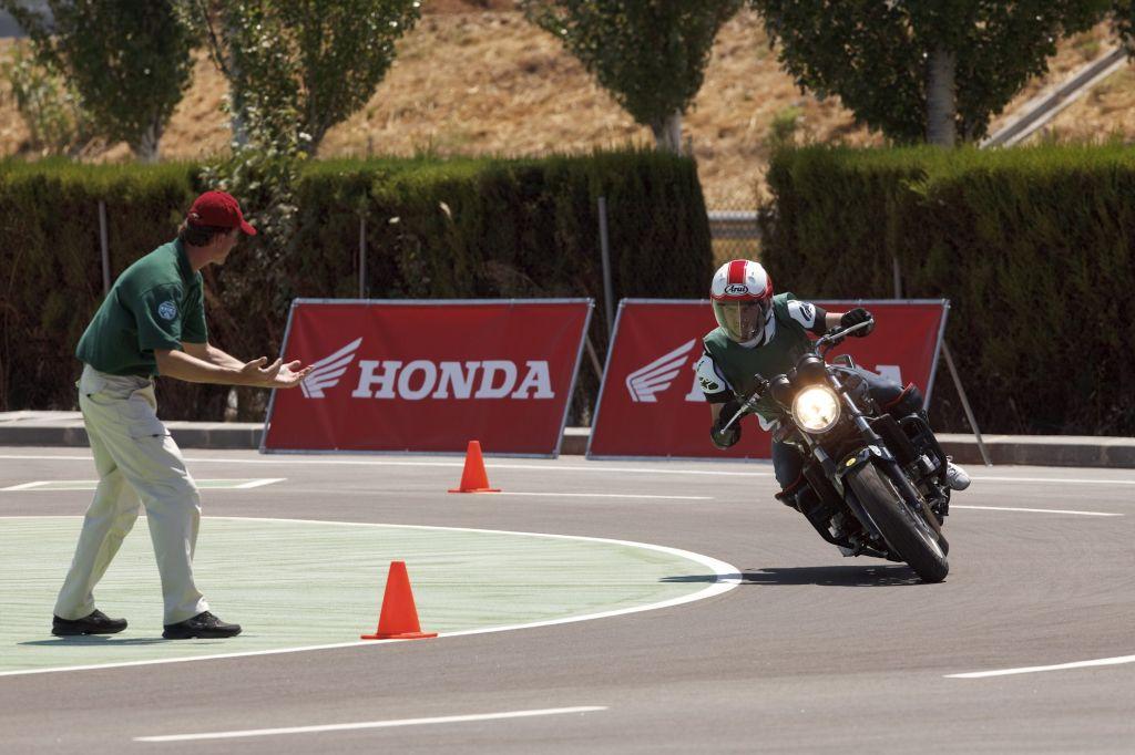 Honda motoros oktat�s