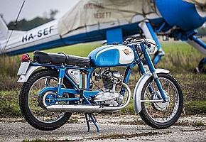 Ricsi �s a Ducati 125 TS