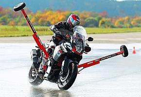 Kanyar-ABS-szel felszerelt motorok összehasonlítása