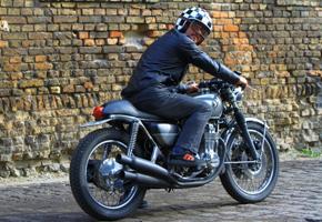 Összehozta apát és fiát - Honda CB 500 Four Café Racer