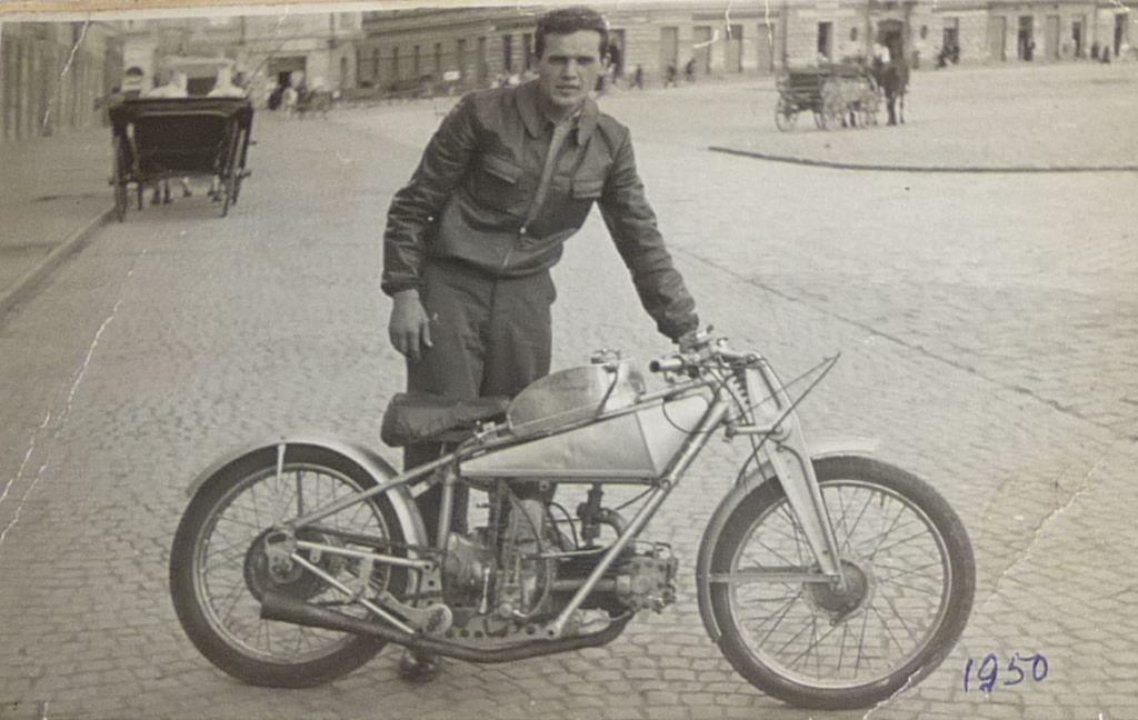 Az öreg Moto Guzzi Gambaungával mindössze két versenyen indult, majd elcserélte egy modern Danuviára 1950-ben