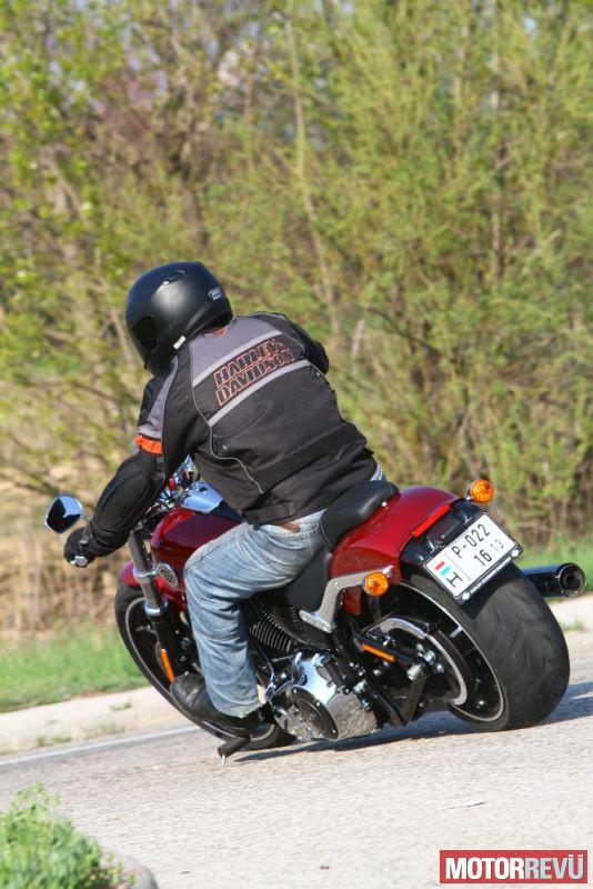 Motorok Harley-Davidson Breakout