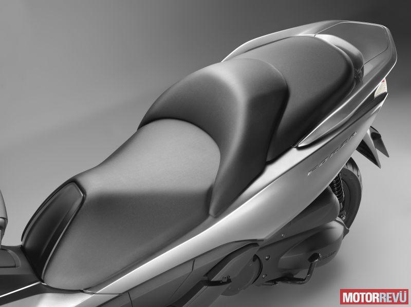 Motorok Honda NSS300 Forza