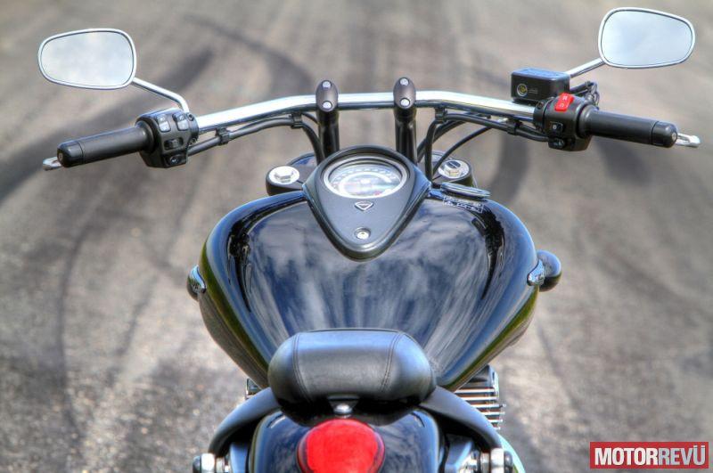 Motorok Triumph Thunderbird Storm