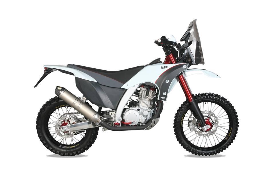 Motorok AJP PR7