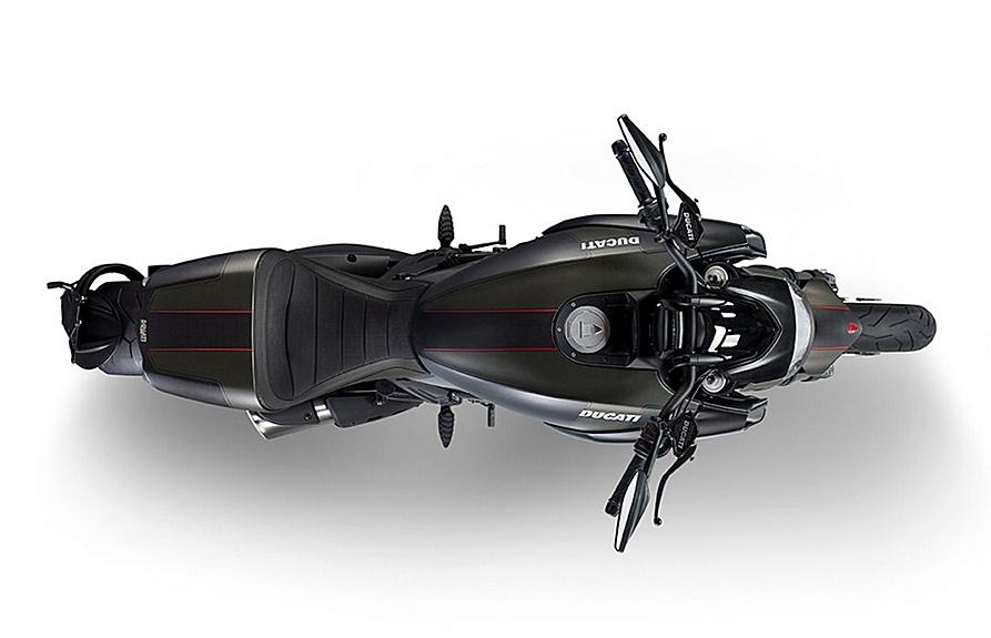 Motorok Ducati Diavel Carbon 2016