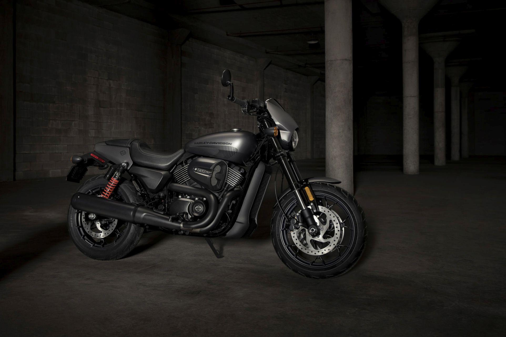 Motorok Harley-Davidson Street Rod (2017)