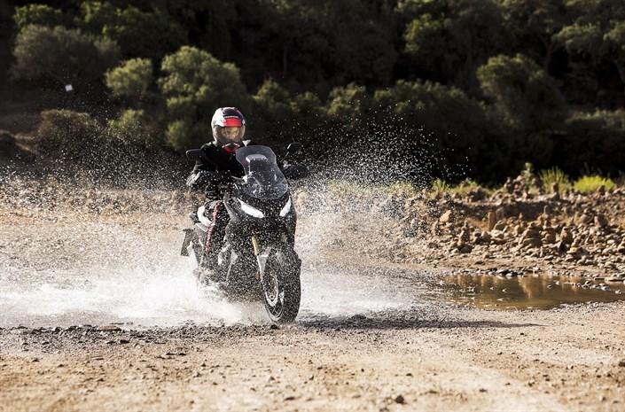 Motorok Honda X ADV (2017)