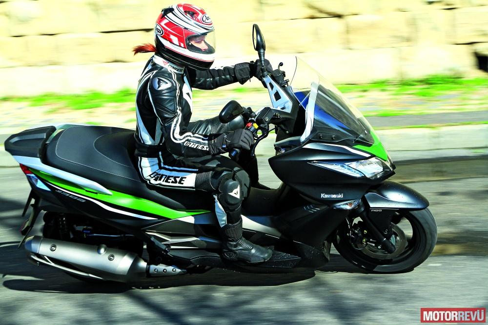 Motorok Kawasaki J300