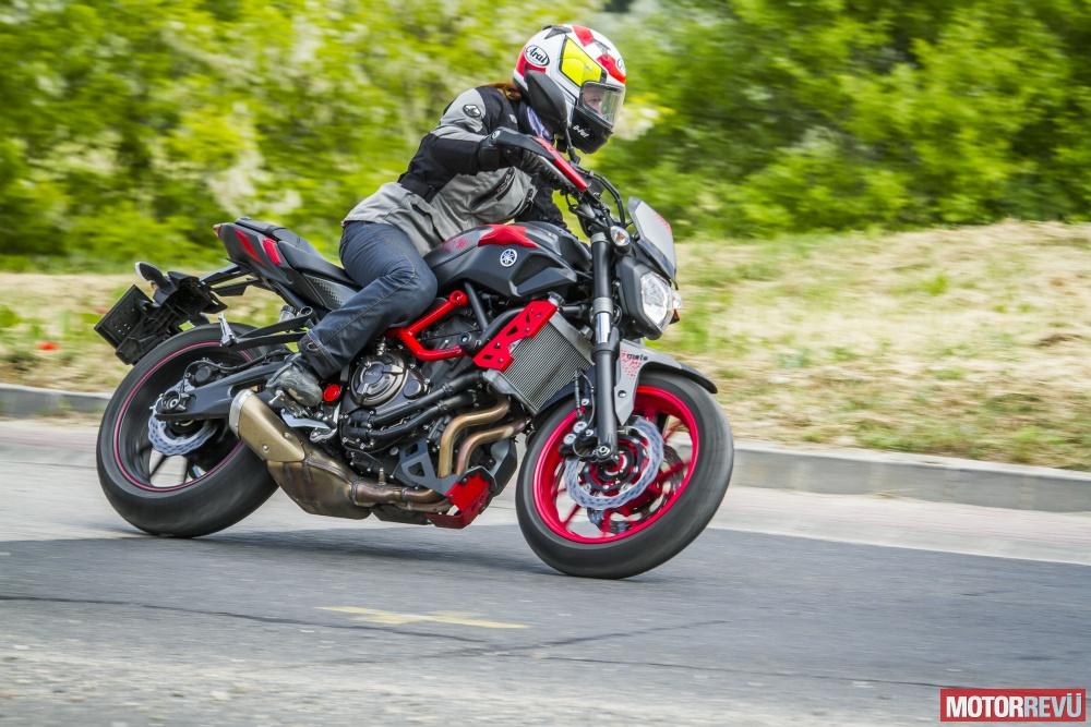 Motorok Tesztek galériája Yamaha MT-07 Moto Cage
