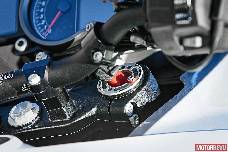 Motorok Tesztek galériája Összehasonlító teszt: Aprilia Tuono V4 1100 RR, BMW S 1000 XR, Yamaha YZF-R1, KTM 1290 Super Adventure