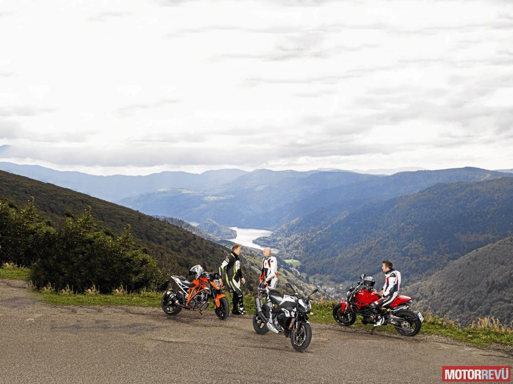 Motorok Tesztek galériája Összehasonlító teszt: Power naked bike-ok