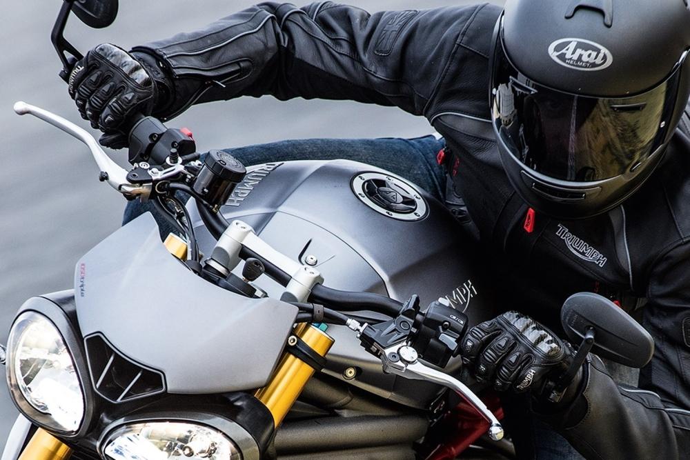 Motorok Triumph Speed Triple 2016