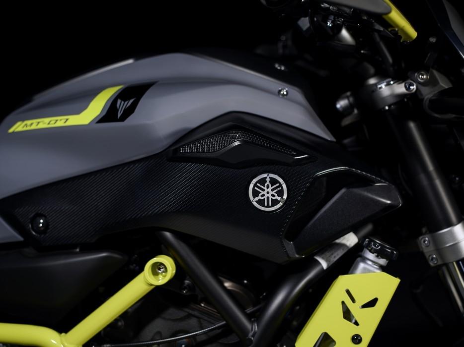 Motorok Yamaha MT-07 Moto Cage Night Fluo