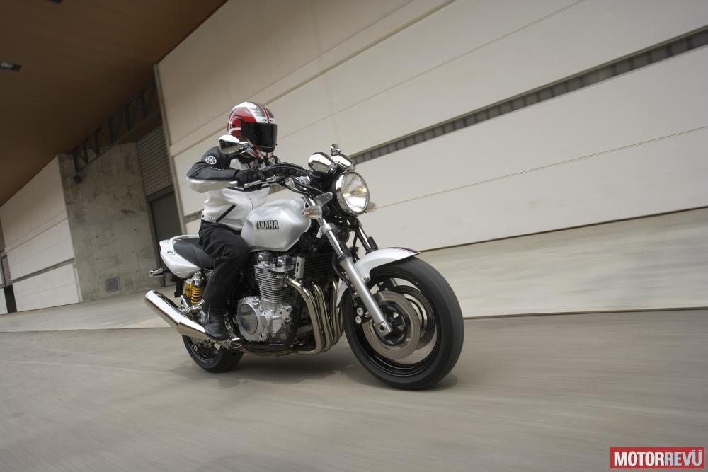 Motorok Yamaha XJR1300 2008