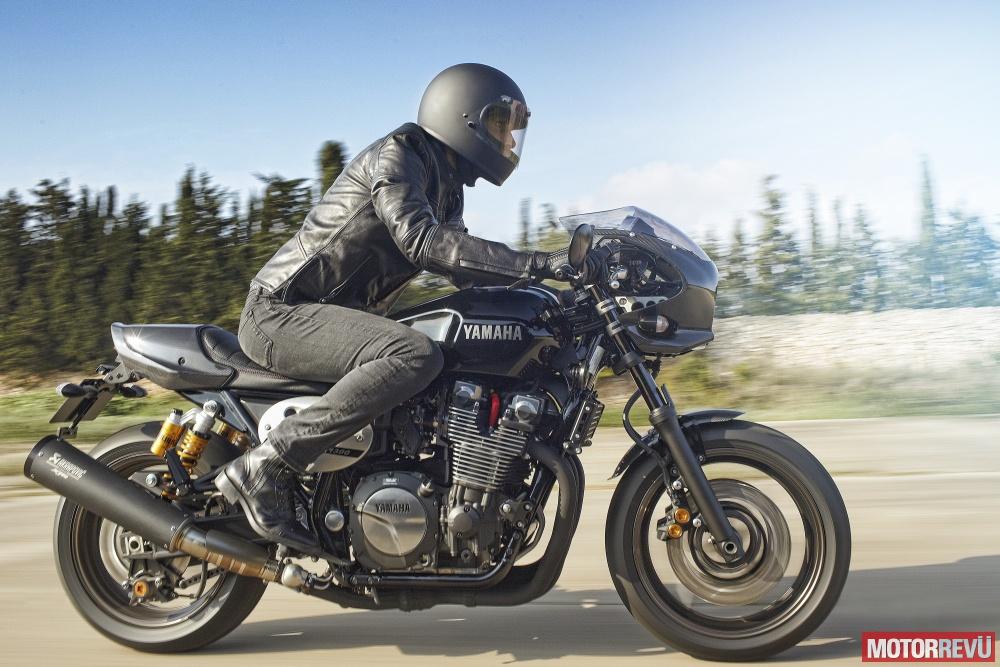 Motorok Yamaha XJR1300 Racer (2015)