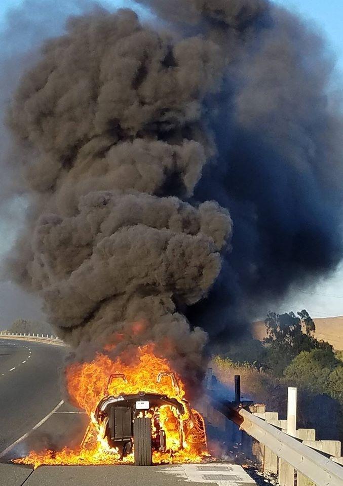 galéria Polaris Slingshot lángokban