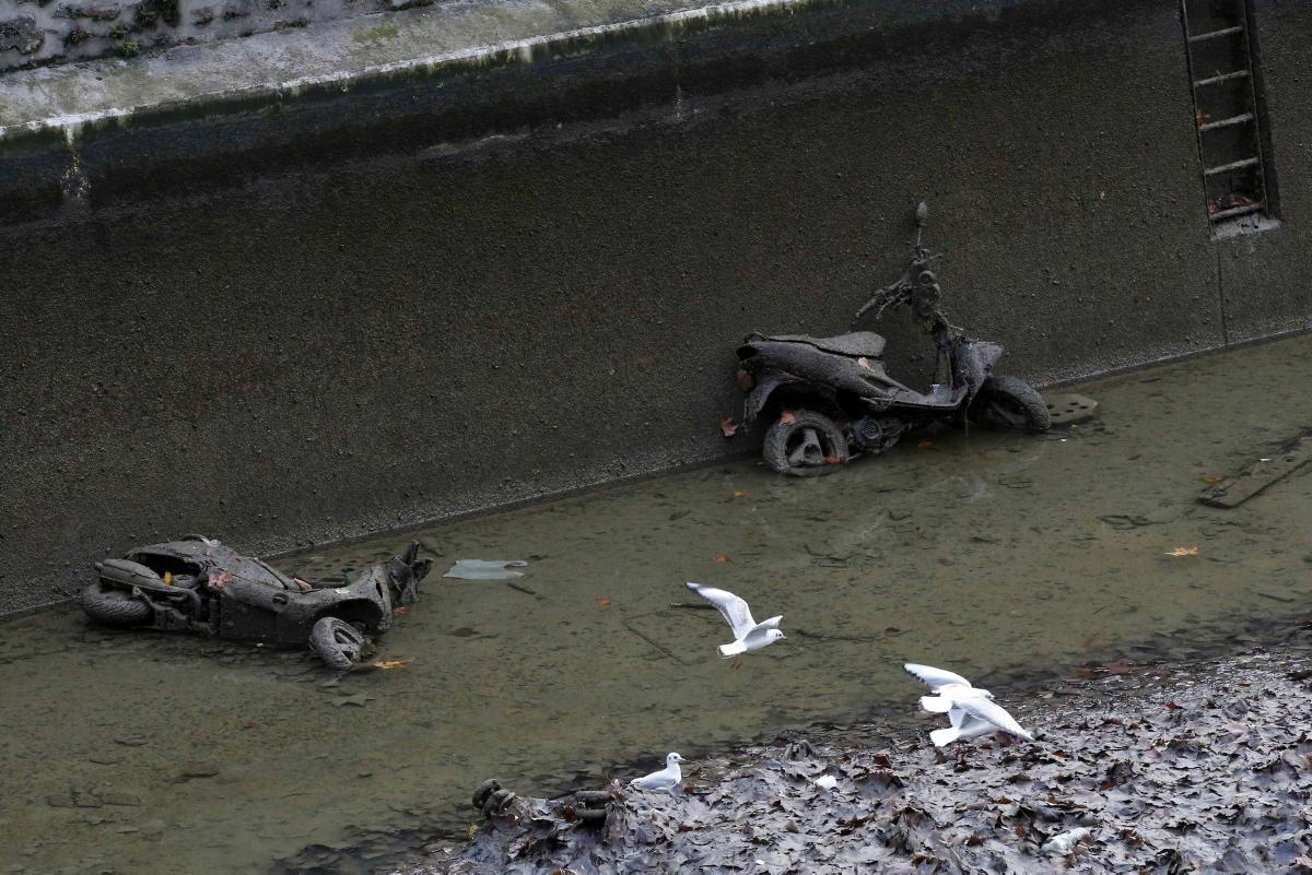 galéria Lopott motorok a Saint Martin csatornában